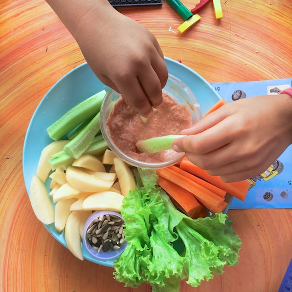 "Veggie DIP for kids – recipe 1: ""PINK TOMATO"""